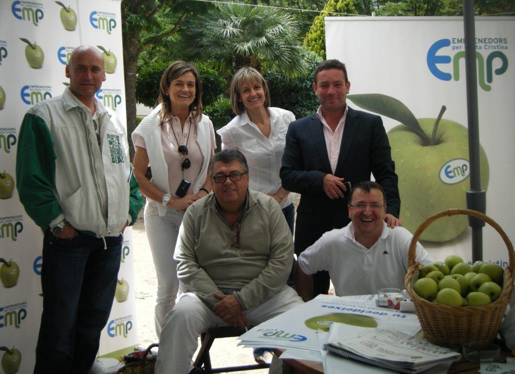 Part de l'equip de Emprenedors per Santa Cristina amb Julio Rico a la dreta.
